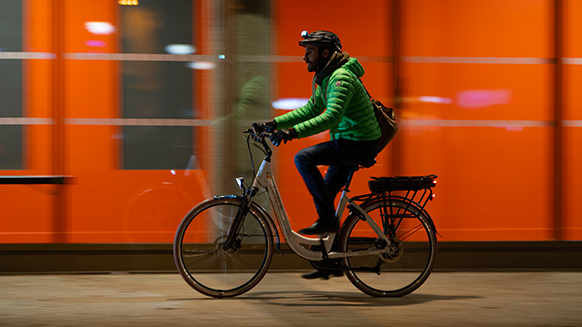 World Bicycle Day: ride day and night with Petzl headlamps!