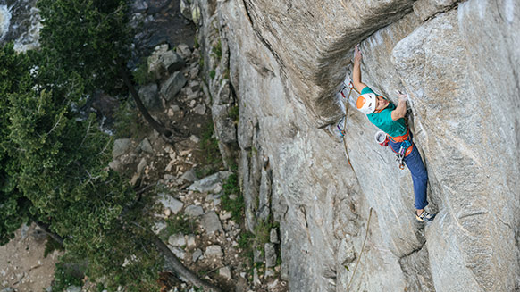 Jorg Verhoeven: how my helmet saved me at the crag