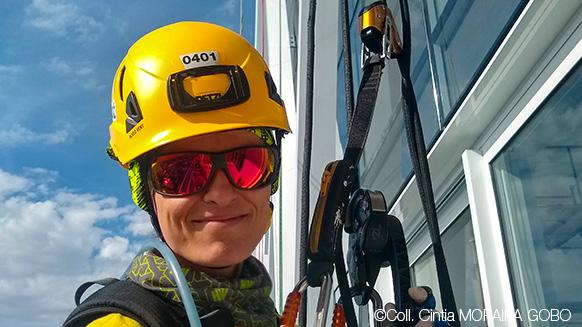 Ein Tag in der Höhe mit Seilzugangstechnikerin Cintia
