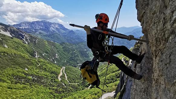 """Un chantier """"grandeur nature"""" dans les via ferrata de la Drôme"""