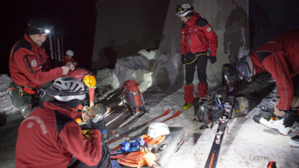 Technical Rescue: Nighttime exercises in the French Alps
