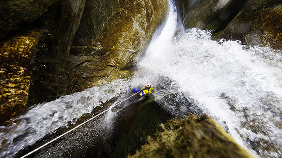 Chamjé Khola - Extreme canyoning in Himalaya (V7-A7-EX)