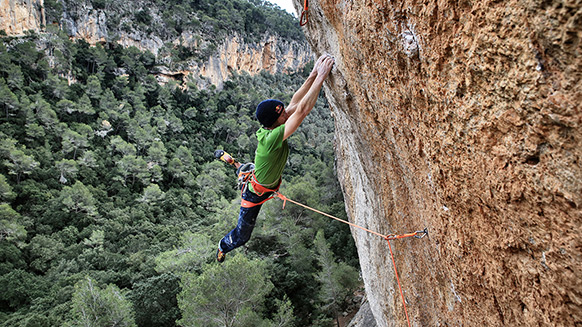 "Iker Pou: First ascent of ""Big Men"""