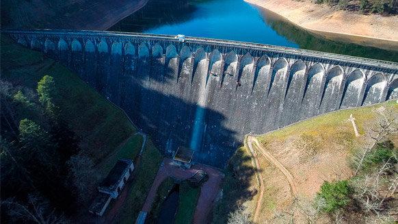 Dam inspection: rope access professionals on the front line