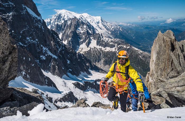 Tutte le attrezzature di sicurezza per l'arrampicata, l'alpinismo, le vie ferrate, la speleologia ed il trail running... Le tecniche di assicurazione e progressione su corda. Lampade frontali a led per tutte le attività outdoor.